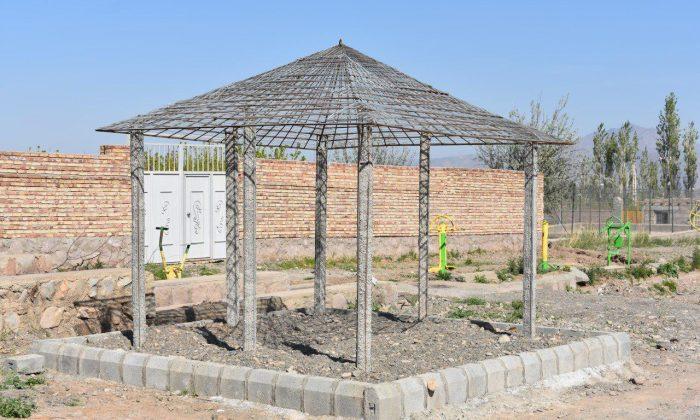 احداث آلاچیق در جهت رفاه مردم در پارک
